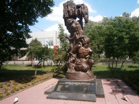 «Памятник жертвам ОУН-УПА»