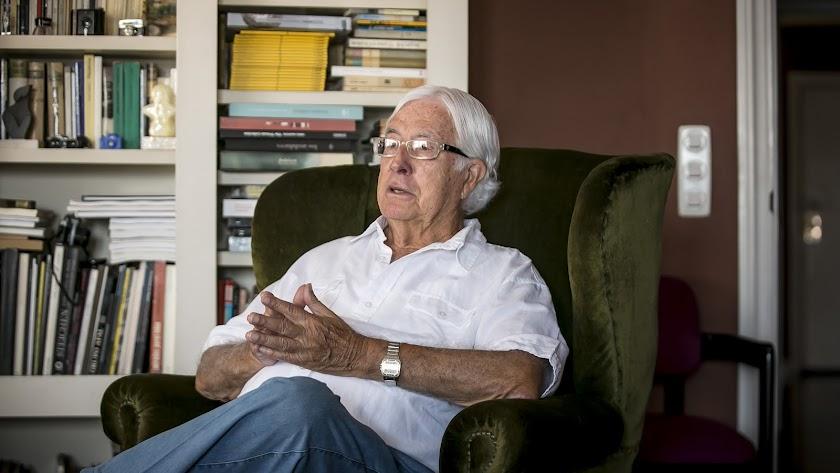 Carlos Pérez Siquier, en un momento de la entrevista en su casa de Almería