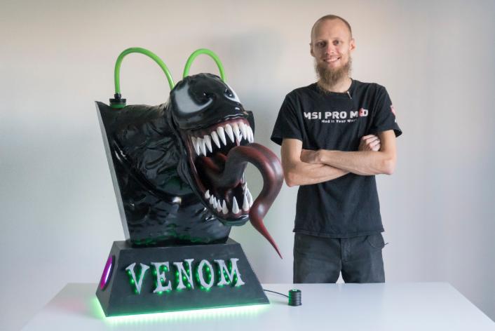 Stefan and his amazing Venom case mod.