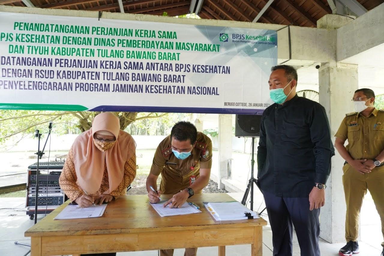 Bupati Tulang Bawang Barat Umar Ahmad Mengahadiri Penandatanganan Perjanjian Mou