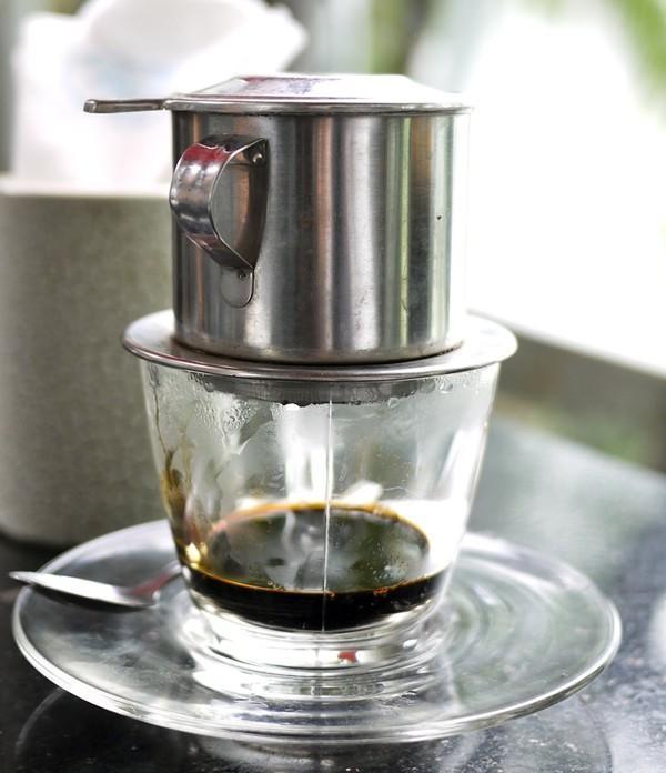 Kết quả hình ảnh cho cách chế cà phê phin