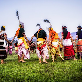 thabal chongba, by Arubam Meitei - People Musicians & Entertainers ( tradition, cultural, group, manipuri, dance,  )
