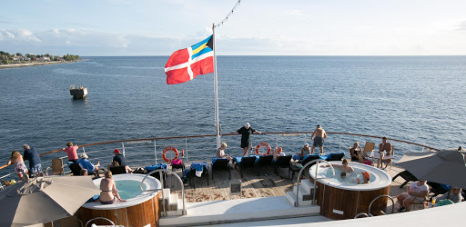 wind-surf-whirlpools-aft-deck.jpg - The aft deck of Wind Surf is the biggest in the Windstar fleet.