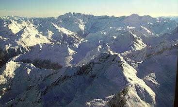 Photo: Hautes Pyrénées à l'ouest de Gédre: le pic de Barbe de Bouc 2964m. Crêtes de Gavarnie sur l'horizon