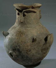 Photo: Anthropomorphouse vase, from Hissarlik - Troy. Anatolia, 3rd mill.BCE Terracotta, H: 18 cm AM 542