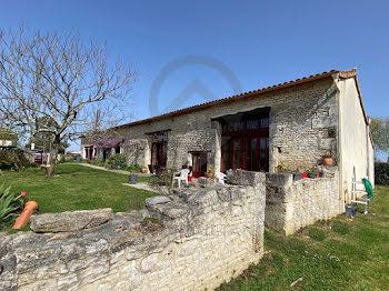 maison à Agris (16)