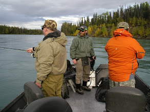 Photo: Jeremy Anderson of Alaska Drift Away Fishing running a drift  for rainbow trout on the Kenai river.