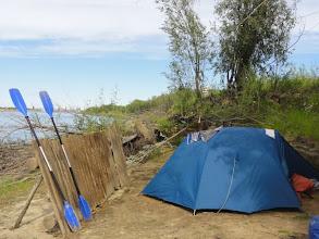 Photo: Стоянка за Сергинским. Алешкинская протока. Отгородились забором, только крынок на заборе не хватает и подсолнухов.