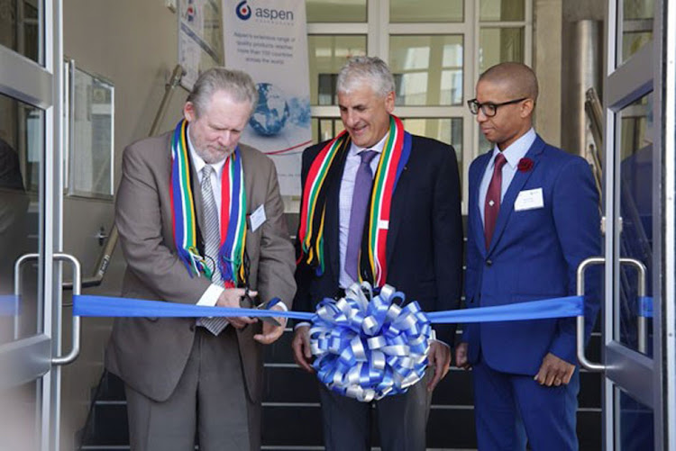 Minister Rob Davies with Stephen Saad, CEO of ASPEN, at the launch of a high containment facility in Port Elizabeth.