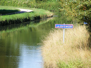 Photo: This is a navigable canal, and so has the same informational signs as would be seen on any roadway.