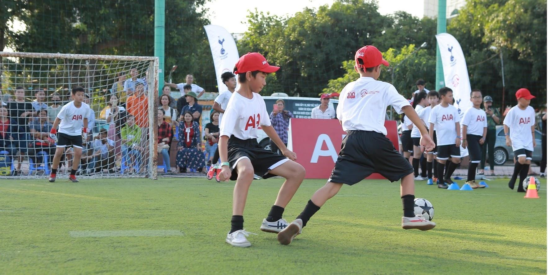 Tại Ngày hội, các chân sút nhí đã được huấn luyện lần lượt các kĩ năng cơ bản như chuyền bóng, sút bóng, dẫn bóng tốc độ, đối kháng và huấn luyện bảo vệ khung thành.