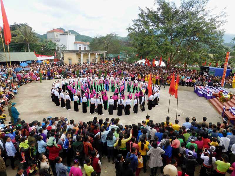D:\Ảnh Chuyên môn VH,TT & DL\ANH WEB\Gongs Festival in Hoa Binh.jpg