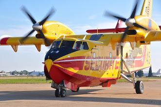 Photo: motorisé avec 2 turbines Pratt & Withney PW123AF de 2450 cv. Les trappes de larguage (4) sont ici toutes ouvertes.