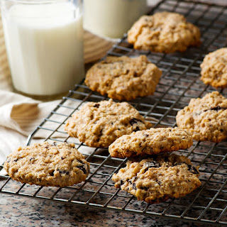 Vegan & Gluten-Free Oatmeal Chocolate Chip Cookies.