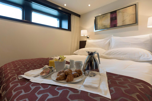 avalon-passion-deluxe-stateroom.jpg - Your server will start the day off right with breakfast brought to your Deluxe Stateroom on Avalon Passion.
