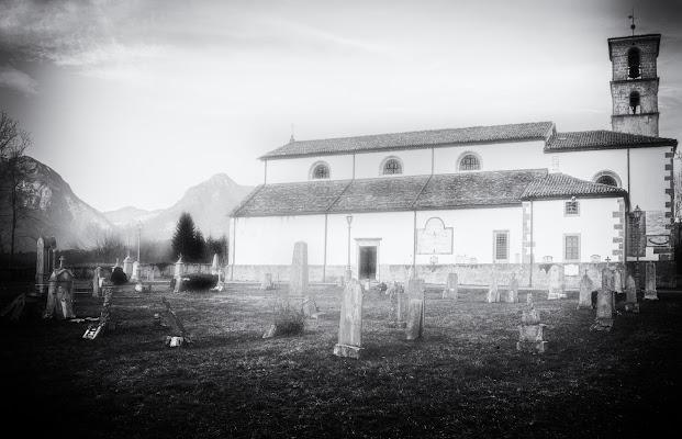 Il vecchio cimitero della Pieve di Castoia di Moreno re