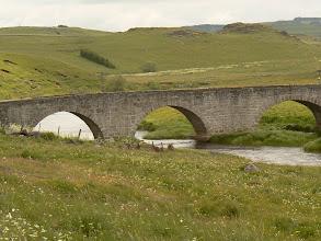Photo: le pont romain sur le Bès qui irrigue tout l' Aubrac