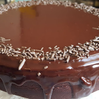 Easy Chocolate Ganache for Cakes.