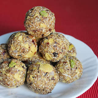 Oats Dry Fruits Ladoo.