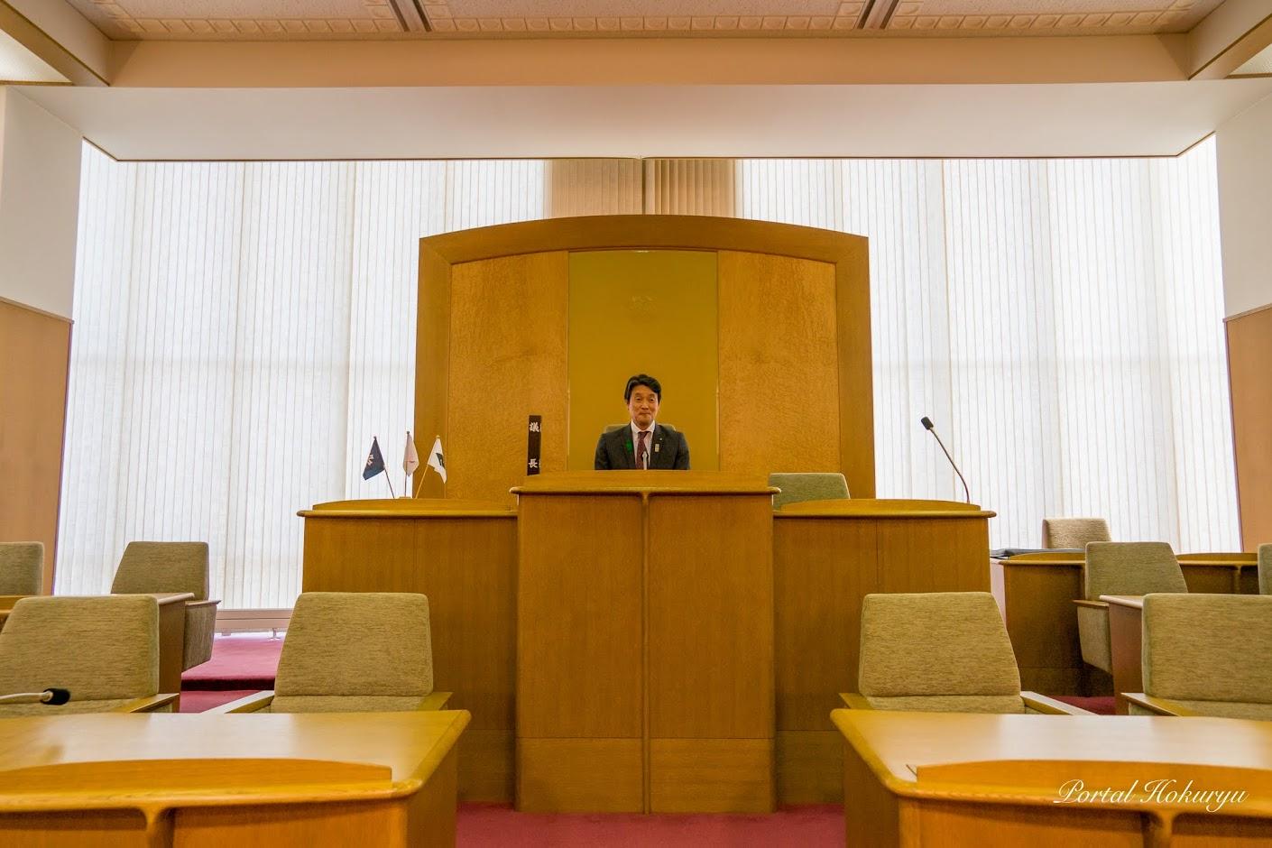 北竜町議会・議長席にて