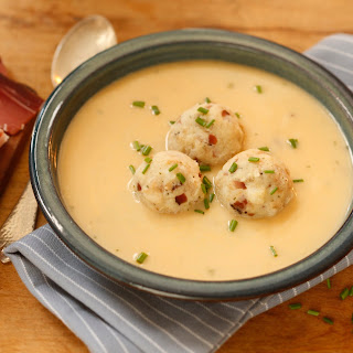 Eierschwammerl Suppe mit Mini-Speckknöderln