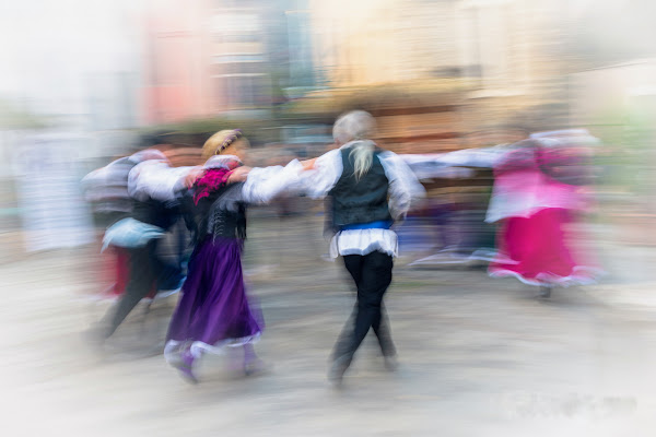 Balli tradizionali in piazza.