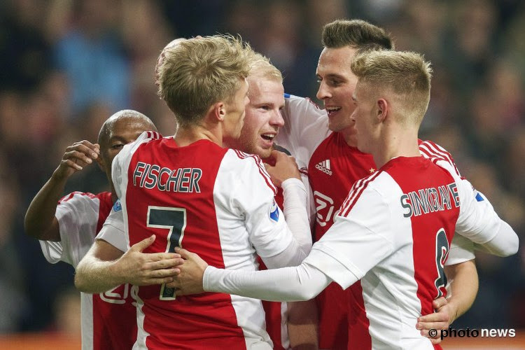 Ajax wint kraker van Feyenoord dankzij wereldgoal
