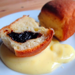 Plum jam filled buns with vanilla custard / Lekváros bukta.