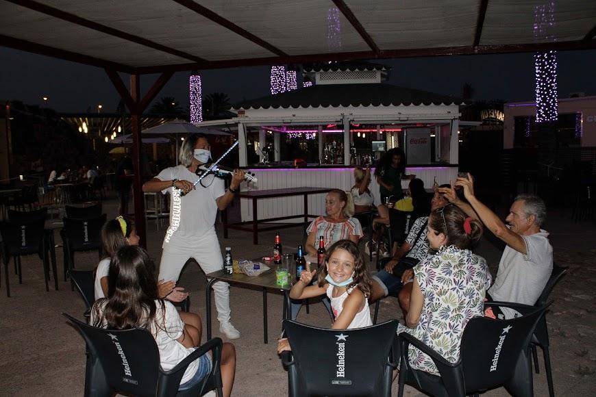 Quike Navarro hizo disfrutar a los asistentes a la fiesta con su violin live.
