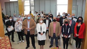 La Alcaldesa de Gádor junto con los trabajadores a los que se le ha rendido homenaje