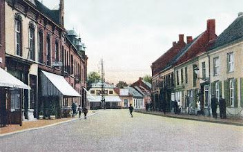 Photo: 1910 - Heuvel (volksmond Korte Heuvel genoemt) met blik op Café Bellevue. Rechts achter de St. Josephstraat en links de Boscheweg nu Tivolistraat.