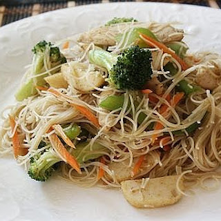 Singapore Style Fried Vermicelli (星州炒米粉)