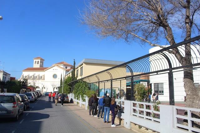 Edificio anexo del Colegio Lope de Vega, situado junto a la iglesia San Antonio de Ciudad Jardín.