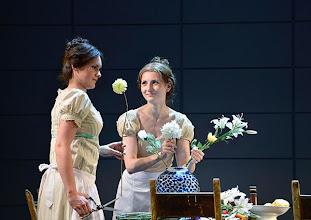 Photo: Wiener Kammeroper: EUGEN ONEGIN. Inszenierung; Ted Huffman. Premiere 2. Oktober 2014. Natalie Kawalek-Plewniak, Viktorija Bakan. Foto: Barbara Zeininger