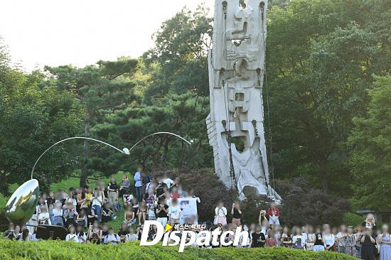 baekho-crowd2