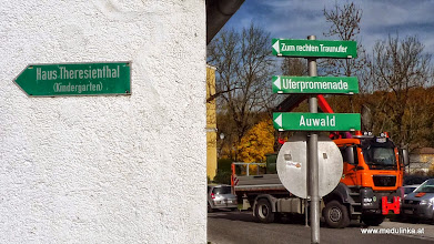 Photo: wir suchen den weg zur altmühl oder zur traunbrücke und gehen mal diesen schildern nach