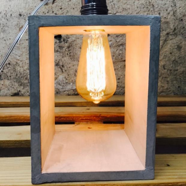 lampe à poser en béton ciré