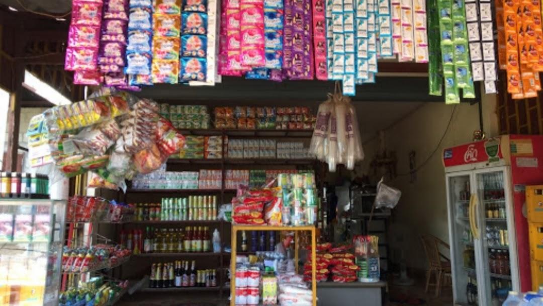 ຮ້ານນາງນາງຂາຍເຄື່ອງຍ່ອຍ - ร้านขายของชำ ใน ນາຊາຍທອງ