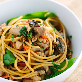 Stir-Fried Garlic Noodles with Chicken and Vegetables.