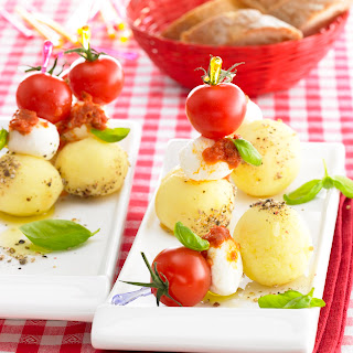Tomaten-Knödel-Mozzarella-Spießchen