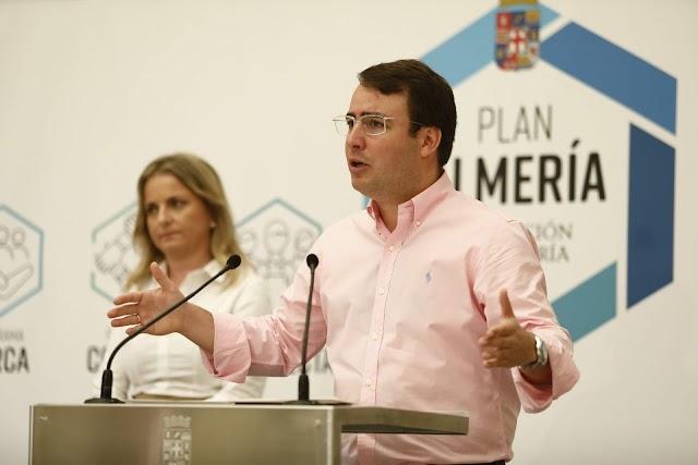 Fernando Giménez dando detalles del Circuito.