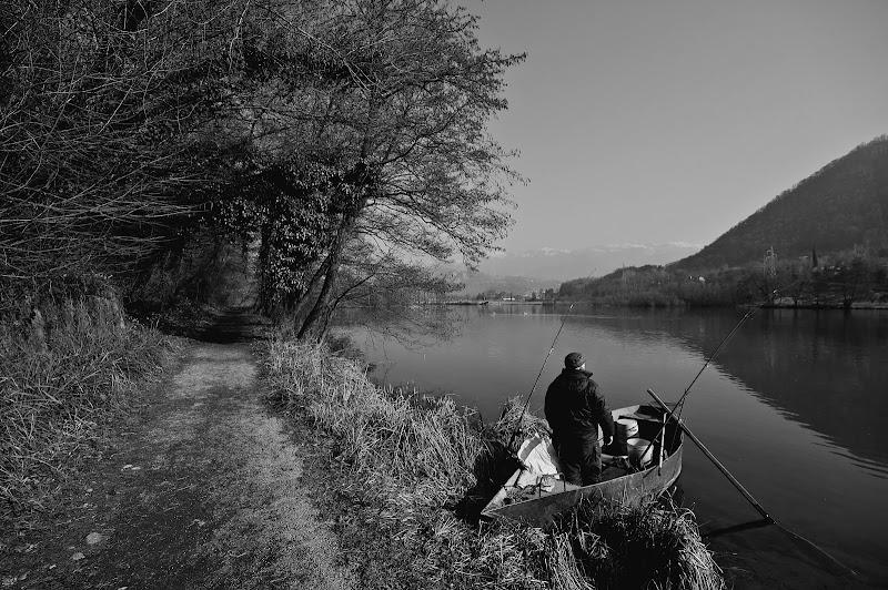Il pescatore solitario di nessuno