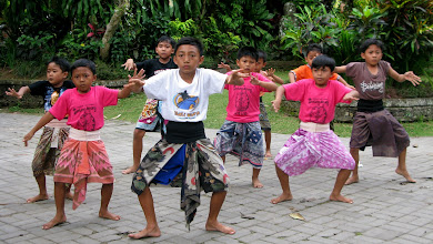 Photo: Ubud - kids learing traditional balinese dance.