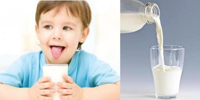 Cho bé uống sữa tăng cân để cải thiện cân nặng