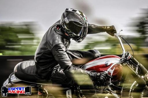 mdescription-of-your-imageachines-et-moteurs-le-specialiste-de-la-triumph-bonneville-vous-presente-adrien-sur-sa-t120photographie-par-esprit-racing