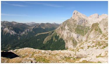 Photo: El Murcia y el Espigüete de fondo. También al fondo, pero en el centro de la imagen, el pico Gabanceda.