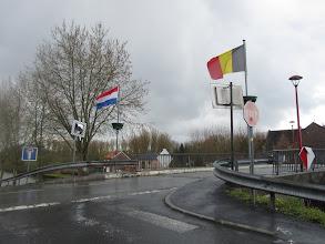 Photo: Franse en Belgische driekleur broederlijk naast elkaar