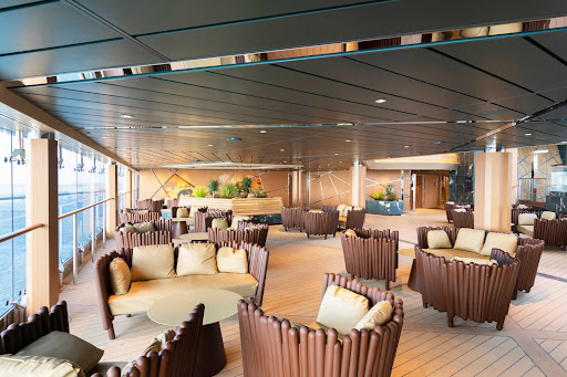 Grab a drink and take in the pool action at the juice bar Safari Bar on MSC Grandiosa.
