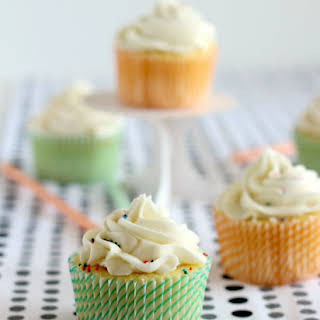 Vanilla Cupcakes (With a Surprise Inside!).