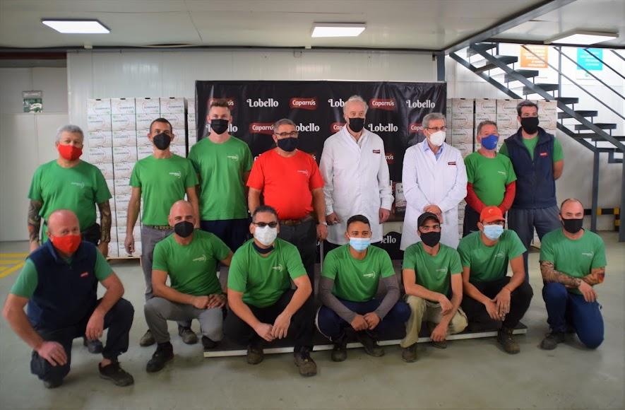 Posando con parte del equipo humano de Grupo Caparrós.
